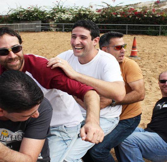 פעילות גיבוש, משחקי גיבוש, פעילות גיבוש לצוות, יום כיף לעובדים, ימי כיף לעובדים, סדנת צחוק